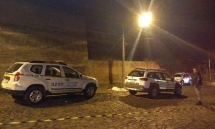 Mulher morre ao saltar de carro em movimento para fugir de assalto