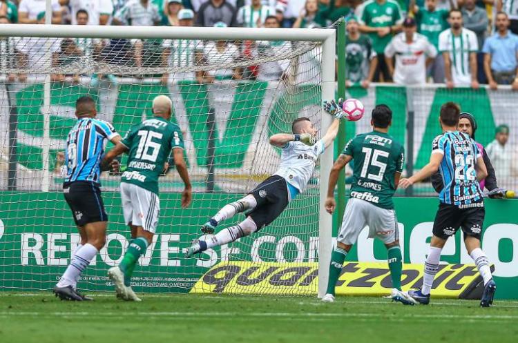 00edf2b840 Grêmio perde para o Palmeiras e fica cada vez mais longe da liderança