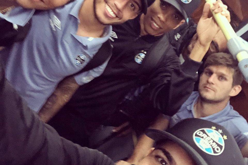 60e9841d2f Luan embarcou para a Argentina com o time do Grêmio - RDCTV - Rede ...