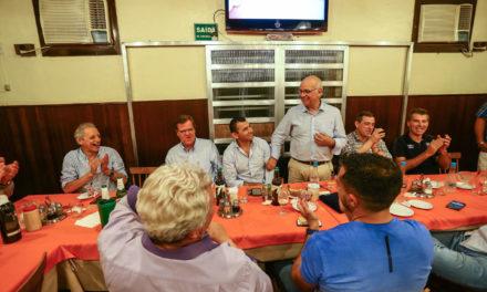 Diretorias de Grêmio e Tucumán confraternizam em Porto Alegre