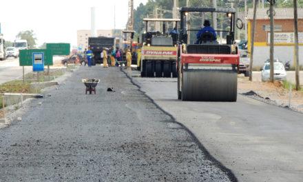 Serviços de pavimentação avançam nas obras da BR-116/RS
