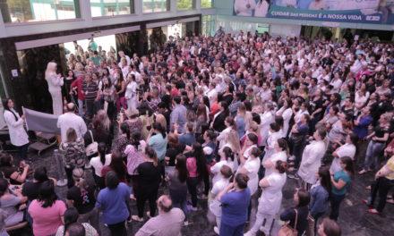 Profissionais da saúde fazem protesto no Hospital Universitário de Canoas