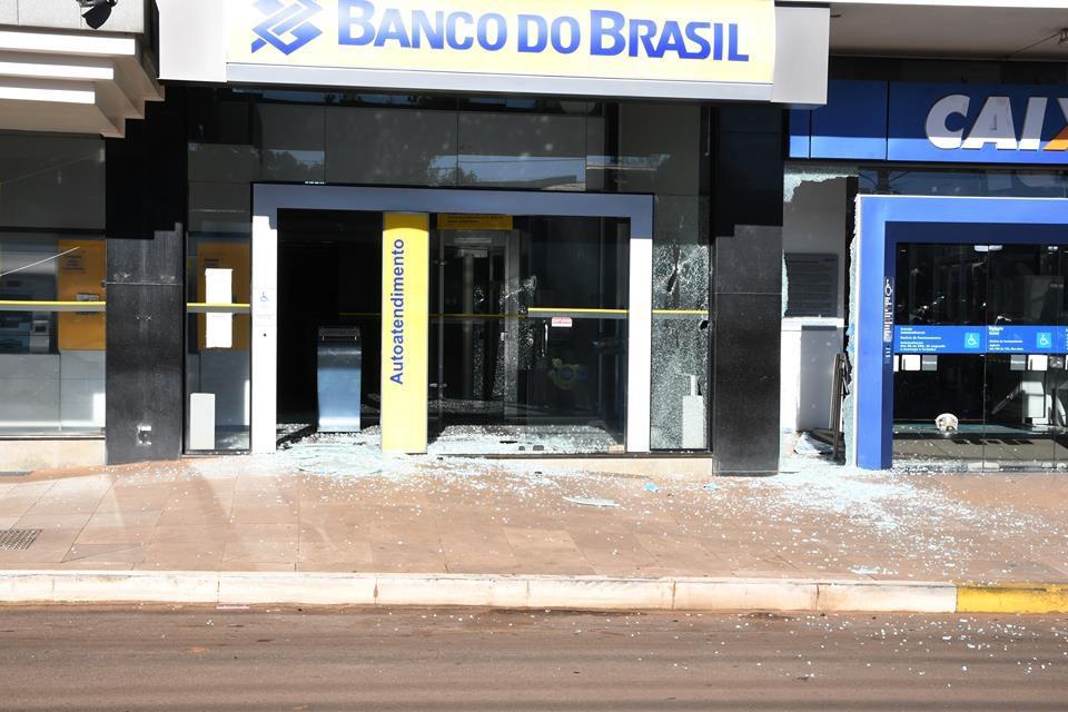 Madrugada tem pelo menos três assaltos a banco em municípios do interior do Estado