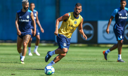 Maicon voltou aos treinos no Grêmio