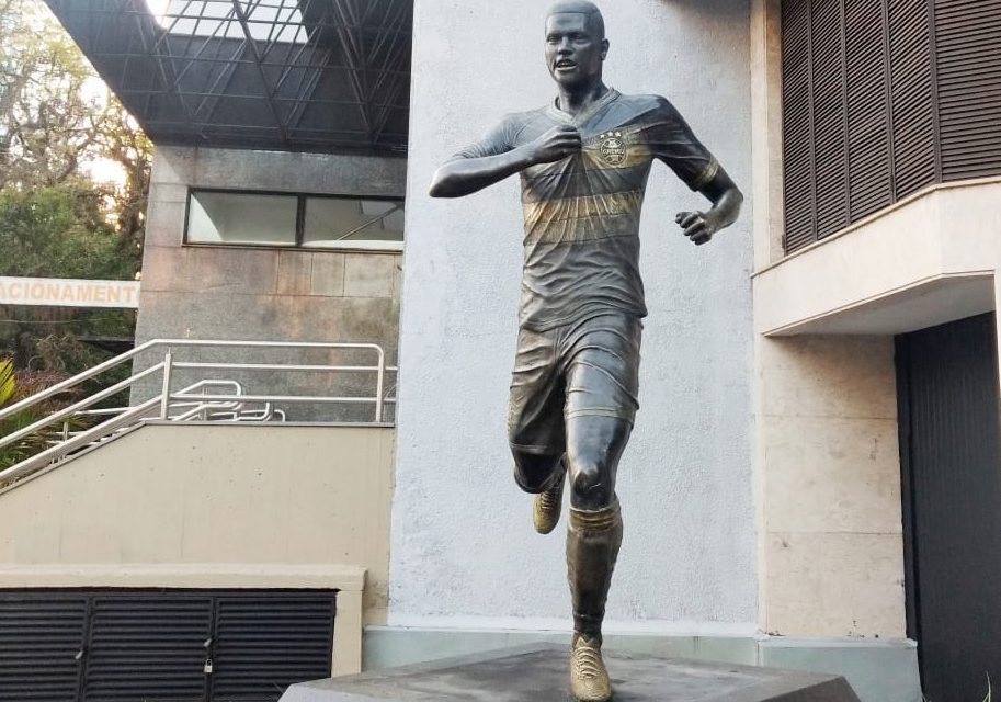 Estátua de Pedro Rocha será inaugurada em Porto Alegre