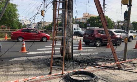 Fios elétricos soltos causam incêndio na capital