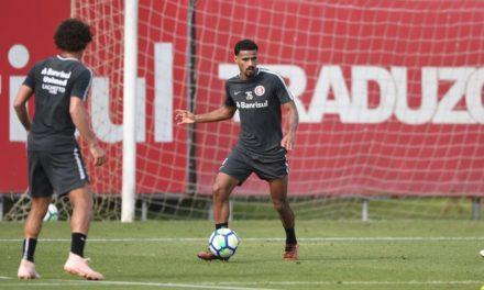 Sem Dourado, Gabriel Dias volta a ser opção