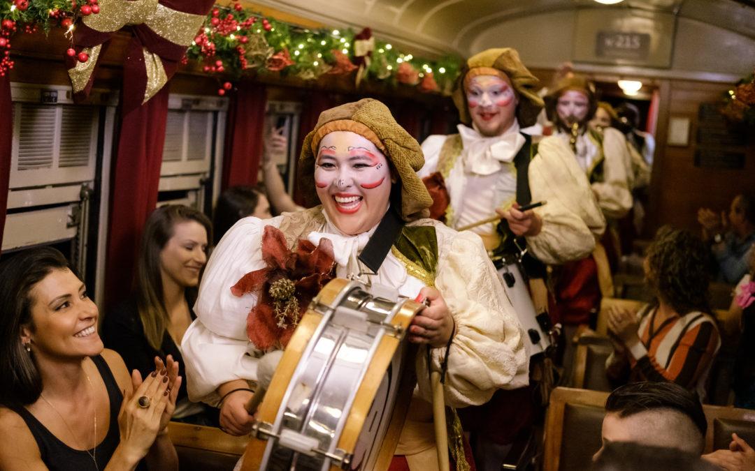 O encanto do Natal passeia de Maria Fumaça