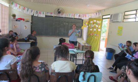 """Educação Ambiental: Tema """"Esgoto x Saúde"""" é debatido com mais de 600 alunos da rede pública municipal de Santa Maria"""