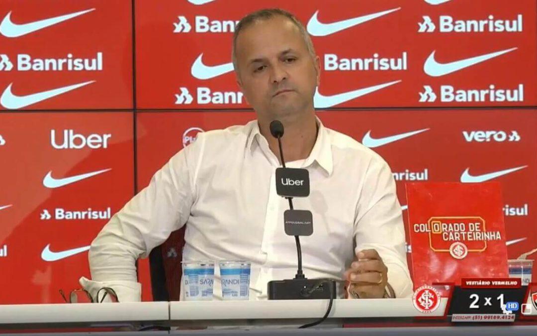 """Melo: """"não lembro se a gente chegou a dar um chute a gol"""""""