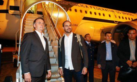 Bolsonaro chega nesta segunda à Suíça; Mourão assume a Presidência