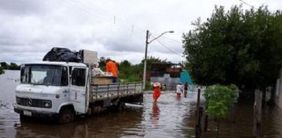 Governo Federal promete R$ 4,5 milhões para municípios atingidos pelas enchentes no RS