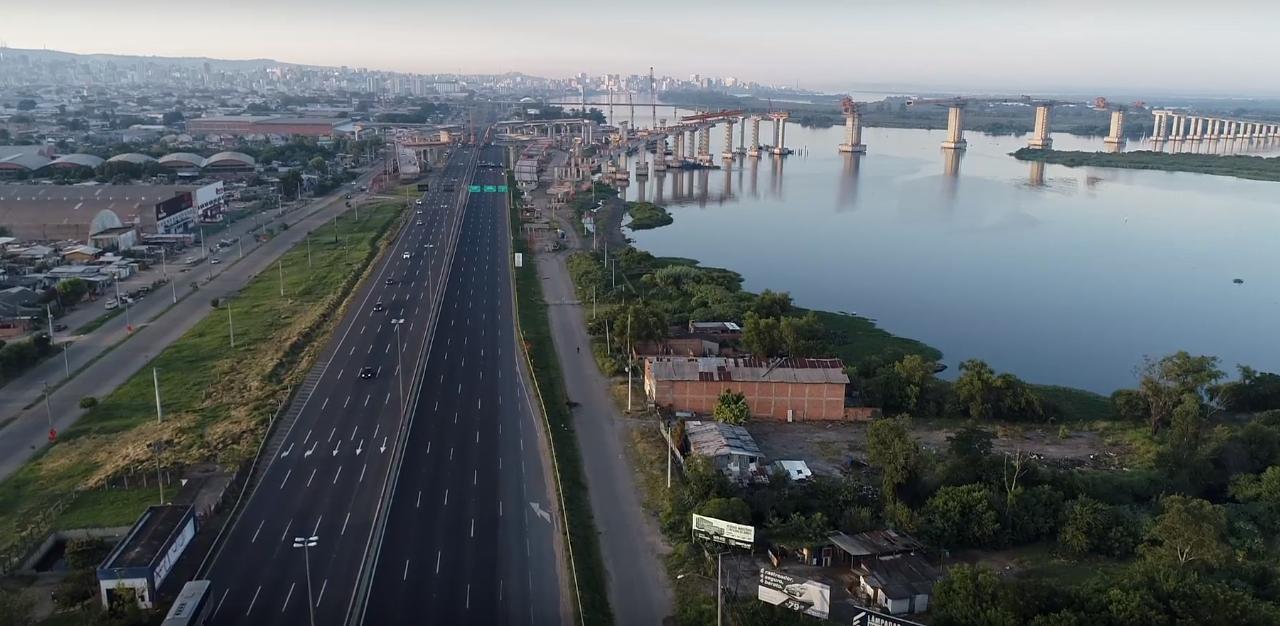 Duas vigas colocadas na Nova Ponte do Guaíba