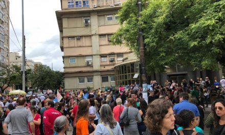 Municipários em greve fazem manifestação na Capital