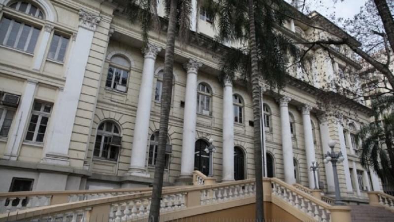 Governo do RS quita salários de até R$ 8.000